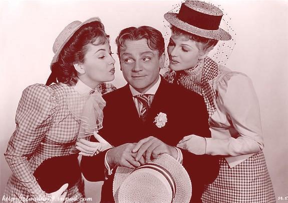 Olivia De Havilland, James Cagney, and Rita Hayworth in 'The Strawberry Blonde'